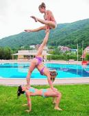 Acrobatii la piscina