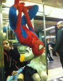 Spiderman in metrou