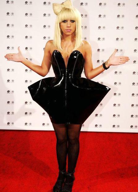 Lady GAGA - de la streaptease la regina pop