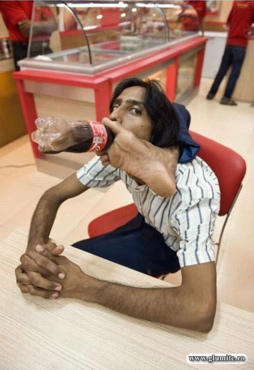 Cum se bea un suc la mall